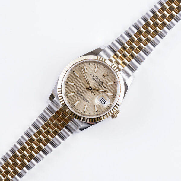 rolex-oyster-perpetual-datejust-champagne-motif-126233-2021-full-set